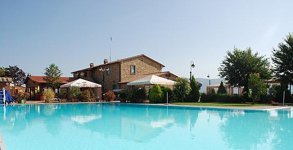 casa e piscina Serristori